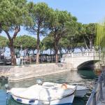 Boten in de haven van Desenzano, Gardameer, Italië