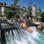 de waterjump attractie in caneva aquapark