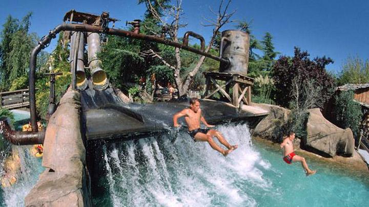 de waterjump attractie in caneva aquapark