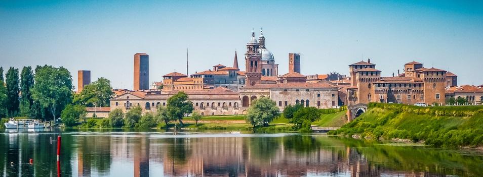 Prachtig panoramische blik van de historische stad Mantova in Lombardije, Italië